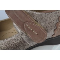 natte-detail-femme-chaussure-confortho